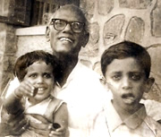 Shantaram Athavale with grandchildren Rajeev and Vrunda
